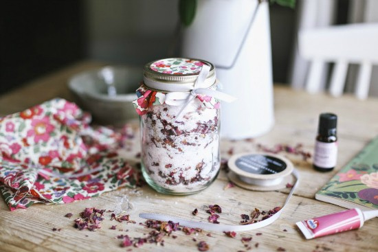 DIY bath salt recipe - homemade christmas gift idea