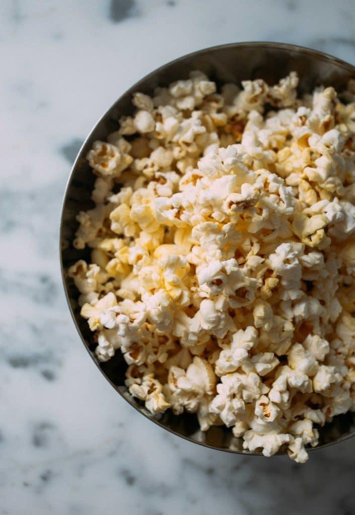 popcorn - one of many plastic-free snack ideas