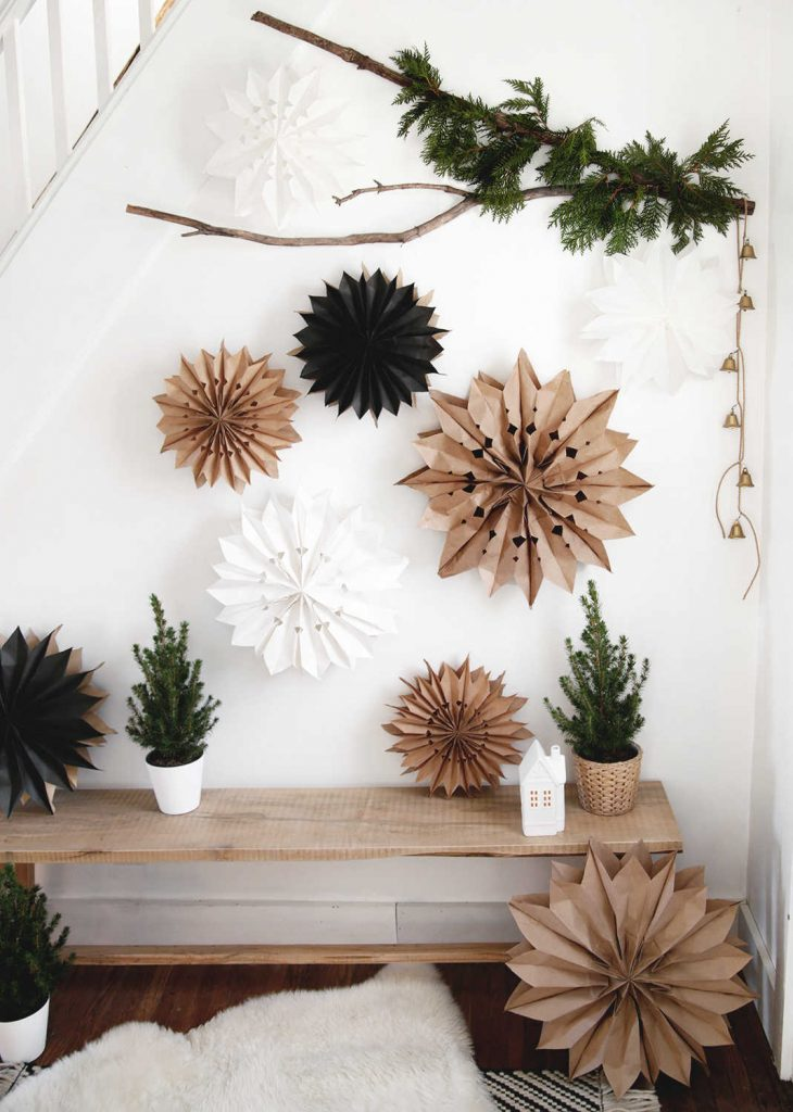 10 Christmas decorations made using natural and compostable materials.